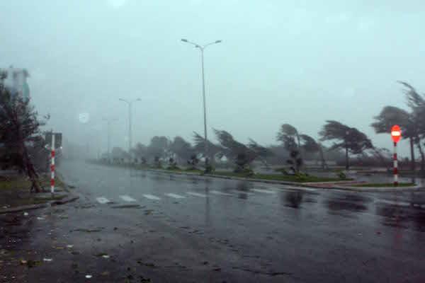 Khi gặp bão, cần ngay lập tức tìm nơi ẩn nấp
