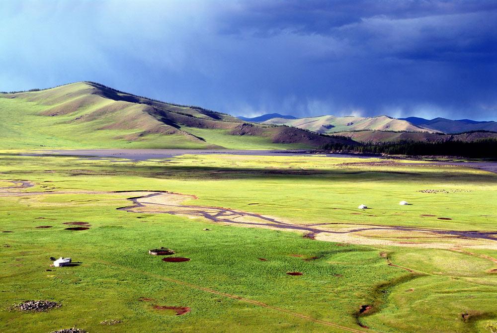 Dãy núi Khangai trên thảo nguyên Mông Cổ