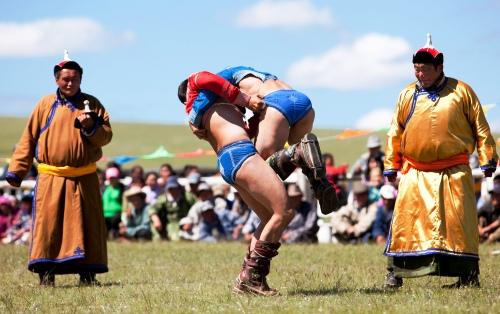 Môn thi đấu vật tại lễ hội Naadam
