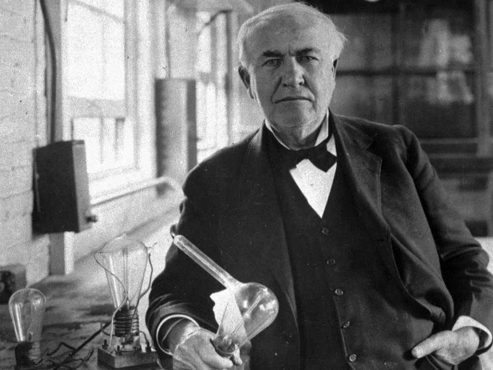 Thomas Edison với phát minh bóng đèn sợi đốt