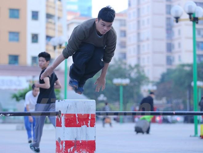 Parkour đang dần được các bạn trẻ tại Việt Nam yêu thích và tập luyện nhiều hơn