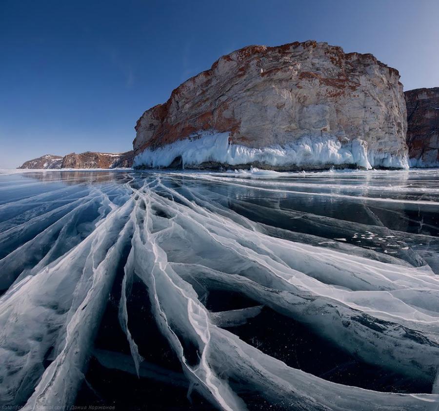 Mùa đông, toàn bộ khu hồ đóng băng, tạo nên những cảnh tượng kỳ vĩ.