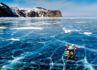 Hàng năm, hồ Baikal thu hút nhiều nhà thám hiểm và dân du lịch ghé thăm.