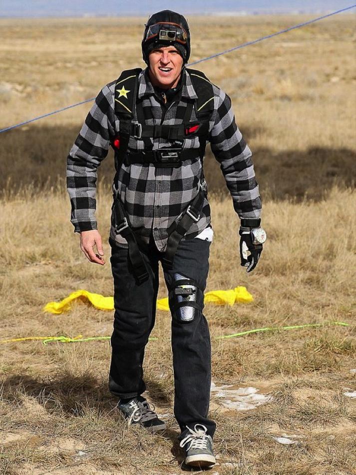 Erik tiếp đất an toàn, kết thúc cho một chuyến thám hiểm tuyệt vời trên bóng bay.