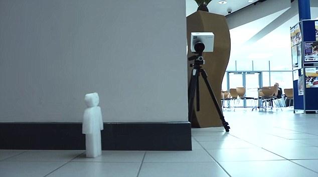 Bước tiến của công nghệ - Một chiếc máy ảnh có thể nhìn cong qua tường