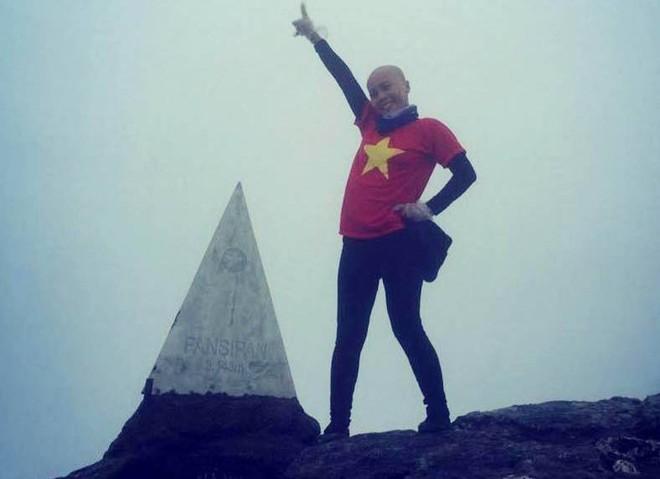 Chị Thủy – một người mẹ đơn thân mắc bệnh ung thư vừa chinh phục thành công đỉnh Fansipan