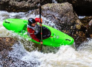 Chinh phục thiên nhiên cùng môn Kayak vượt thác