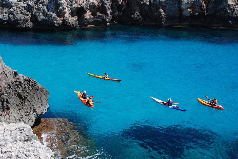 Chèo thuyền Kayak đang trở thành một môn thể thao thu hút nhiều giới trẻ tham gia