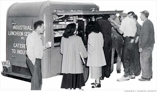 Những chiếc xe tự chế của Rosenberg đã mở ra hình thức dịch vụ thực phẩm lưu động hiện đang rất được phổ biến tại Mỹ