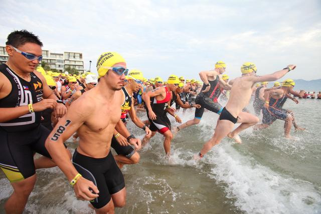 Ironman VN 2016 hứa hẹn sẽ khốc liệt hơn năm ngoái, khi có tới khoảng 1.200 VĐV đăng ký, trong đó có nhiều VĐV chuyên nghiệp.