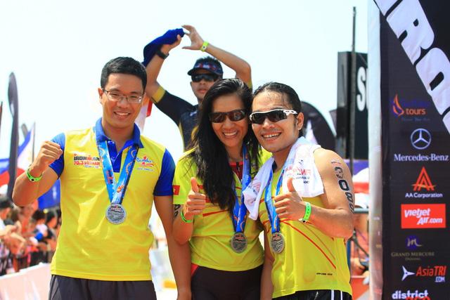 Đội Number 1 team, một trong những đội VN có thành tích tốt nhất giải đấu, nhận huy chương và bày tỏ niềm hạnh phúc khi vượt qua chính mình để chinh phục được thử thách tưởng chừng như không thể đối với các tay chơi nghiệp dư