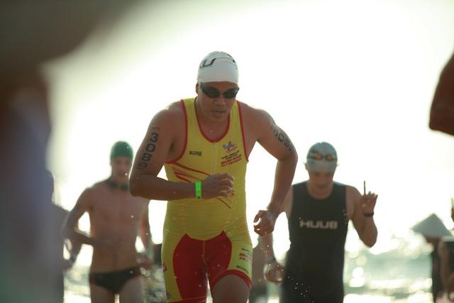 Ngô Quang Thảo (đội Number 1 team) là VĐV Việt Nam có thành tích tốt nhất trên đường bơi, cán đich chỉ sau hơn 33 phút