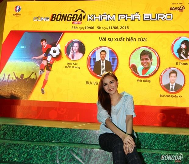 Hoa hậu Diễm Hương – người có tình yêu đặc biệt với đội tuyển Pháp đã không thể ngồi nhà thưởng thức Lễ khai mạc EURO 2016 với sự đồng hành cùng nhãn hàng nước tăng lực Number 1.