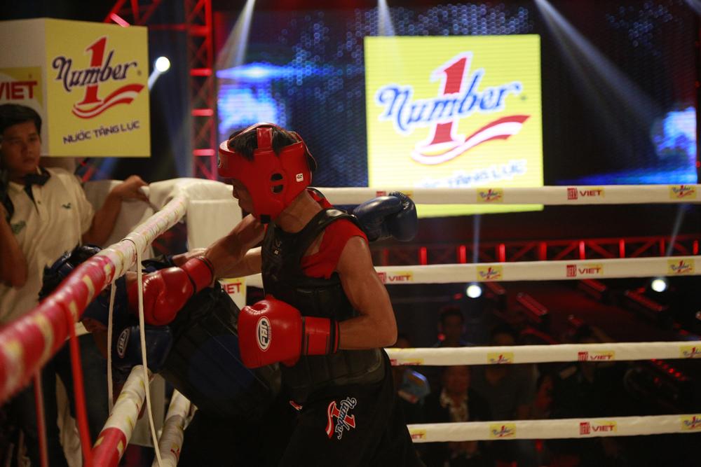 Tào Văn Hoàng (đỏ) đem về cú đúp cho Đồng Nai trong tuần thi đấu thứ 6