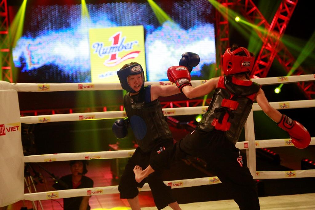 Huỳnh Mai Ngân Thúy (đỏ) chiến thắng khuất phục sau 3 hiệp đấu