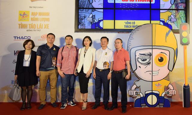 Các thành viên trong BTC cuộc thi 7 Film Fest 2016 chụp hình lưu niệm