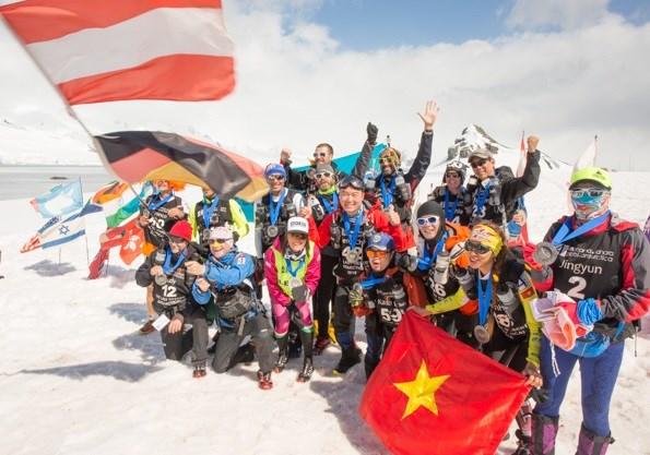 Đồng hành Nước Tăng Lực Number 1 - Lá cờ Việt Nam xuất hiện tại Antartica