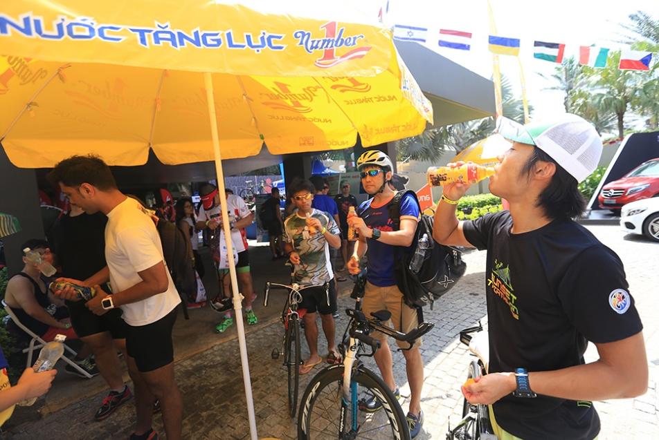 IronMan 70.3 VietNam Đà Nẵng với khoảng 13 trạm tiếp nước, cùng với 500 tình nguyện viên dọc các tuyến đường đua
