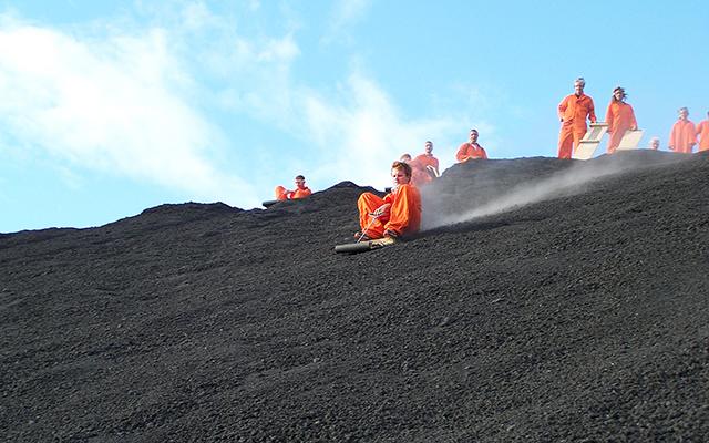 cac mon the thao mao hiem -Trượt ván tốc độ trên sườn núi lửa