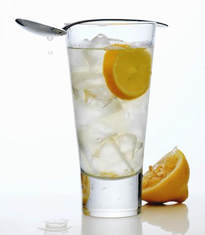 Chơi thể thao uống nước gì tốt - Nước chanh muối là nước uống bổ sung khoáng và bù điện giải vô cùng tốt cho cơ thể sau khi chơi thể thao