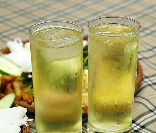Chơi thể thao uống nước gì tốt - Nước trà xanh tươi không chỉ tốt khi chơi thể thao, mà còn giúp giữ da và vóc dáng
