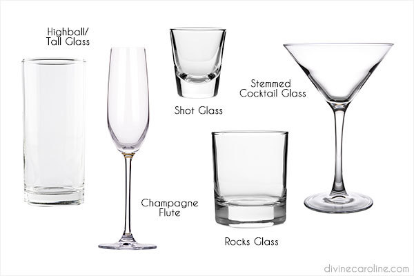 Ly cocktail pha rượu trong bar