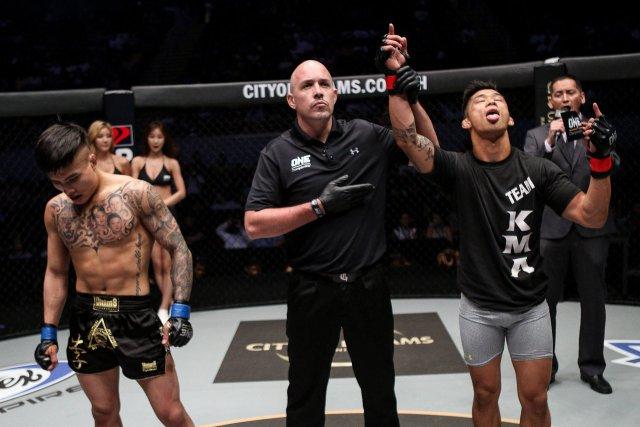 Nhà vô địch Trung Quốc đại bại trước võ sĩ gốc Việt