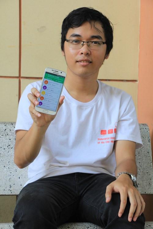 Tác giả Lê Yên Thanh bên ứng dụng Busmap của mình.