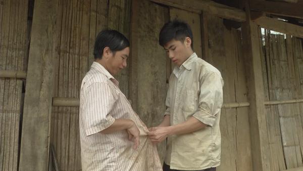 Gia cảnh nghèo khó của ba bố con người dân tộc Mông