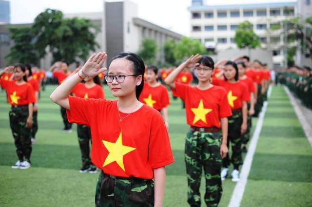"""Màn nhảy flashmob của SV Học viện Quân sự mở màn chương trình """"Hoa khôi Sinh viên Việt Nam 2017"""""""