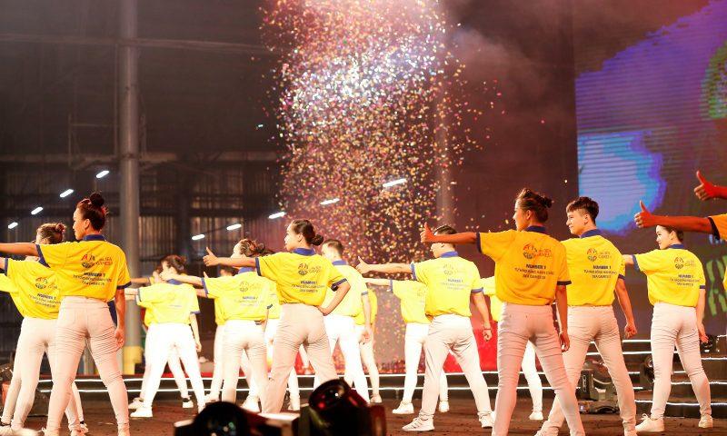 Buổi trình diễn flash mob tại Tân Hiệp Phát với màn vũ đạo  hoành tráng