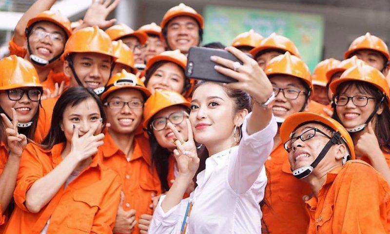 Huyền My – Đại sứ Tân Hiệp Phát – làm Giám khảo cuộc thi Hoa khôi sinh viên 2017
