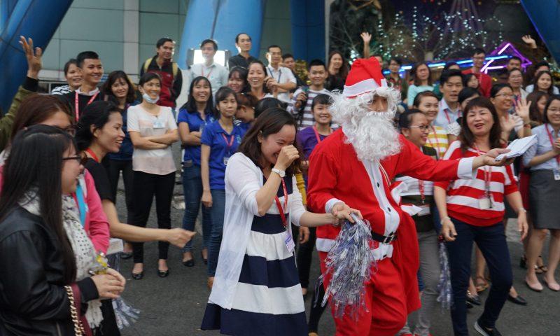Ông già Noel và Công chúa Tuyết bất ngờ ghé thăm Tân Hiệp Phát
