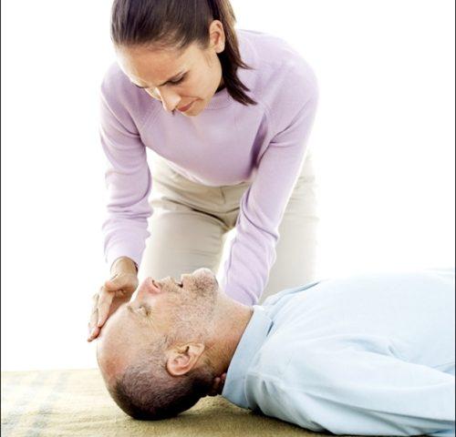 8 bước sơ cứu người bị đột quỵ bạn cần phải biết