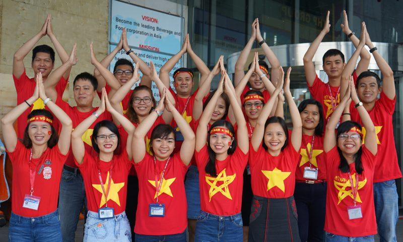 Nhà Tân Hiệp Phát ngập trong màu đỏ cổ vũ cho U23 Việt Nam