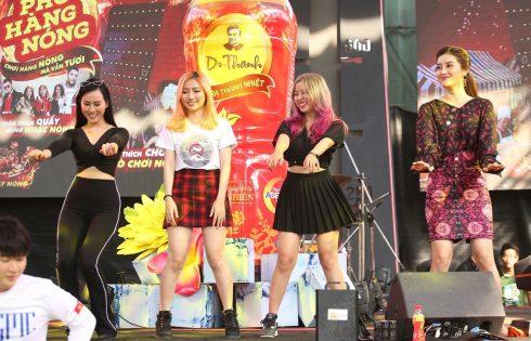 """Giới trẻ Sài Gòn """"quẩy tưng"""" tại lễ hội """"chơi hàng nóng"""""""