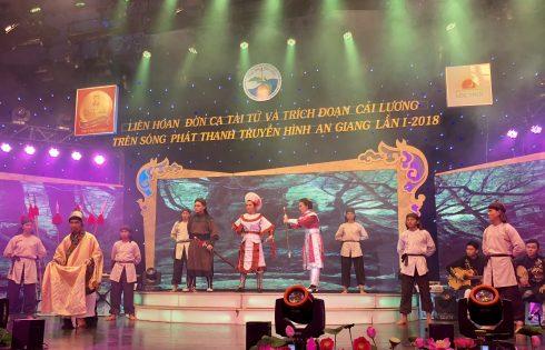 Đội đờn ca tài tử huyện Chợ Mới đoạt giải Đờn Kìm Vàng do Trà thanh nhiệt Dr Thanh tài trợ