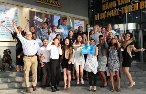 Đoàn sinh viên của Semester at Sea thăm quan Tập đoàn Tân Hiệp Phát