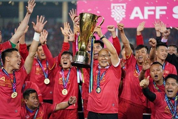 Huấn luyện nhân viên nhìn từ bóng đá Việt Nam