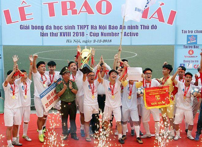 Toàn cảnh lễ trao giải trận chung kết giải bóng đá học sinh THPT Hà Nội 2018, Cúp NUMBER 1 ACTIVE