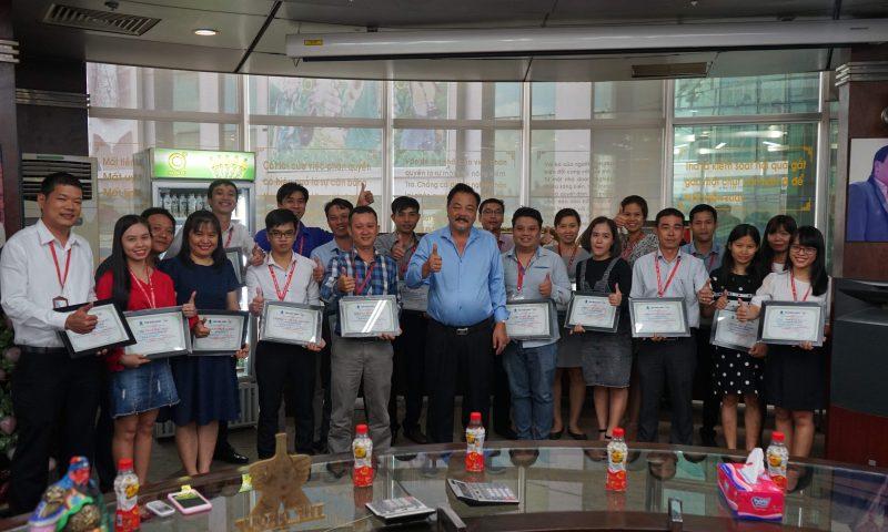 """Tổng giám đốc Trần Quí Thanh khen thưởng Phòng Mua hàng đã thể hiện xuất sắc giá trị cốt lõi """"Không gì là không thể"""""""