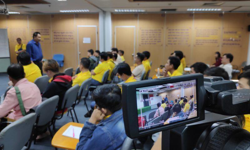 Tổng giám đốc Trần Quí Thanh trực tiếp huấn luyện nhân viên bán hàng Tân Hiệp Phát