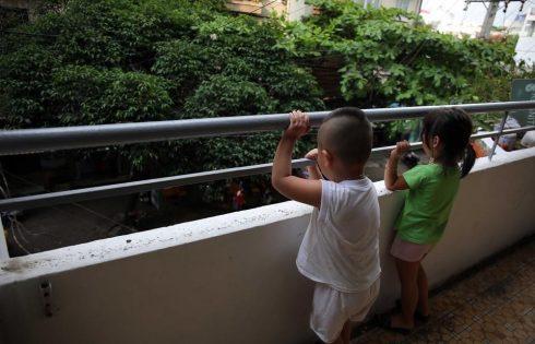 An toàn cho trẻ em sống trong những tòa nhà cao tầng