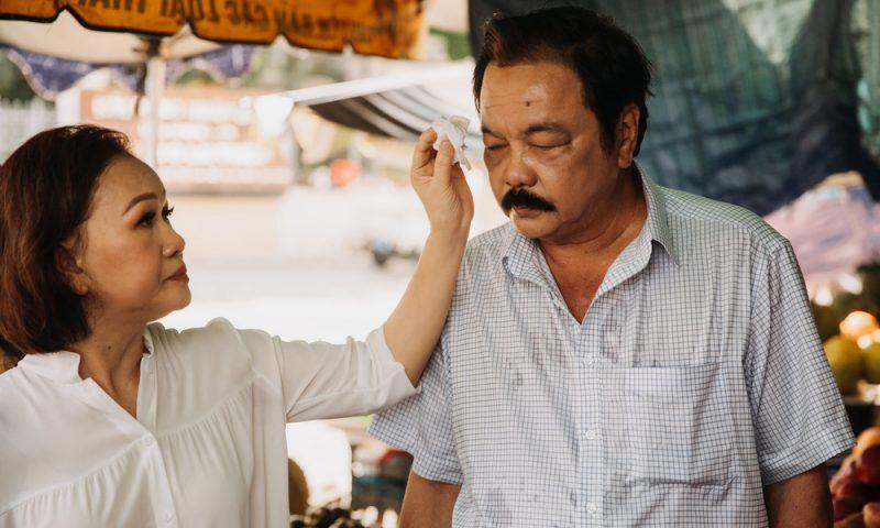 Giọt nước mắt hiếm hoi của Dr Thanh và cuộc hôn nhân 40 năm giông gió