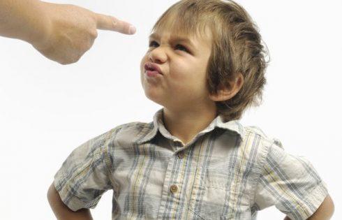 """Làm cách nào để dạy một đứa trẻ """"ngỗ nghịch""""?"""