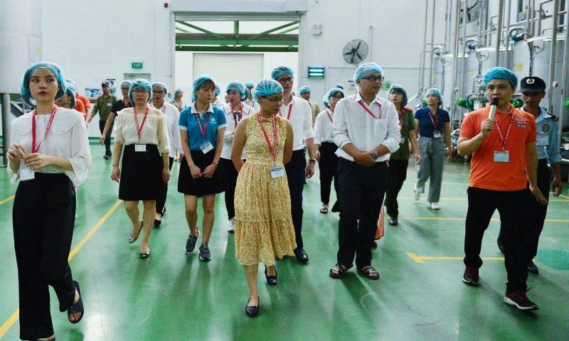 Giáo sư, tiến sĩ, giảng viên các trường Đại học bất ngờ với công nghệ Aseptic tại nhà máy Number One Hà Nam
