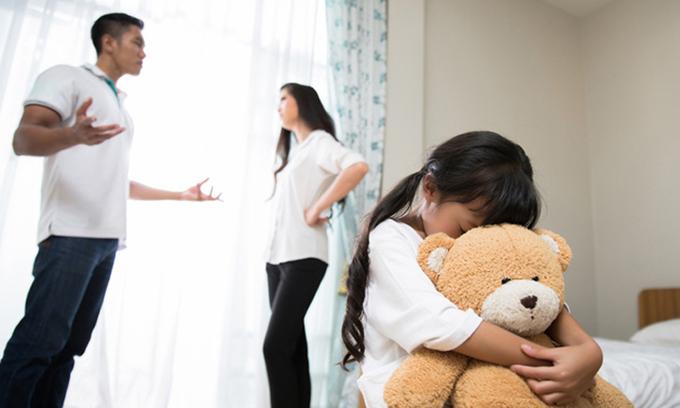 Trẻ đứng đâu khi bố mẹ cãi vã?