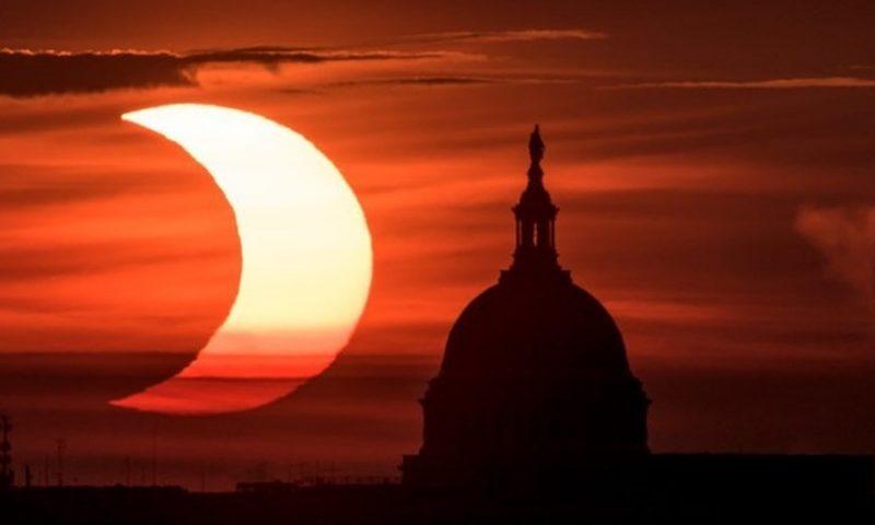 Mãn nhãn với hình ảnh kinh ngạc của nhật thực hình khuyên ngày 10/6 năm 2021