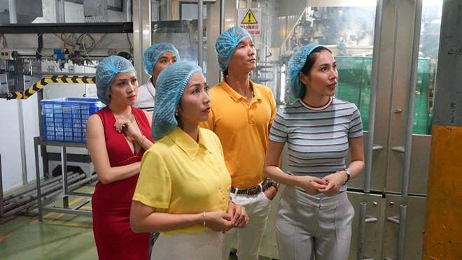 Dàn sao Việt tham quan dây chuyền sản xuất trà Dr Thanh