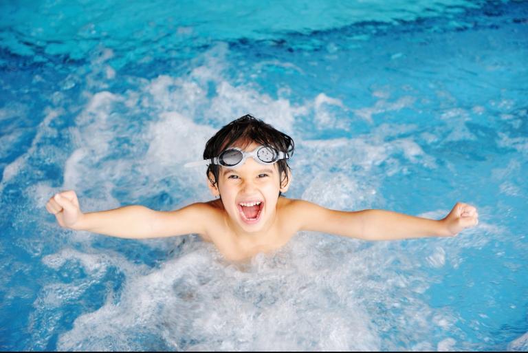 Tắm mát là 1 trong những cách giải nhiệt cơ thể nhanh nhất